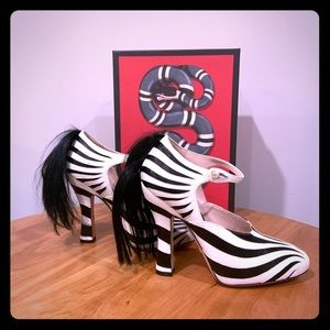 Gucci White Zebra Motif Leather Pumps